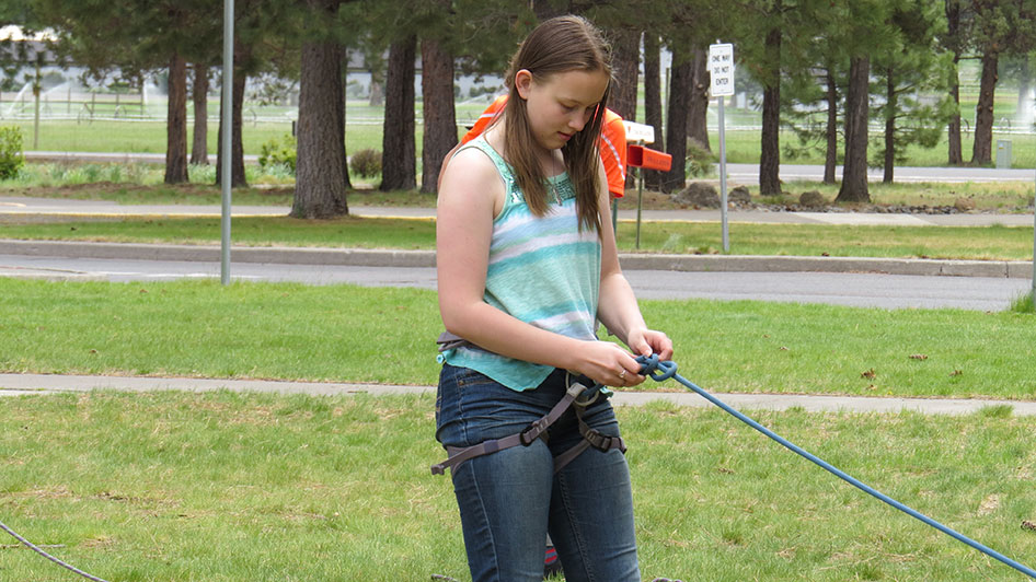 2015-05-13-ecos-students-practice-belaying-02