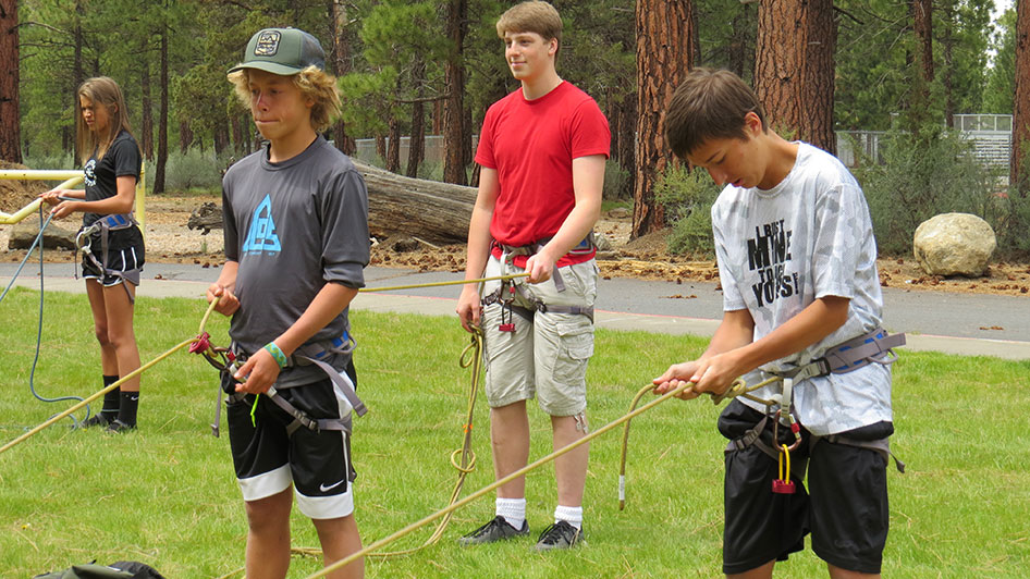 2015-05-13-ecos-students-practice-belaying-04