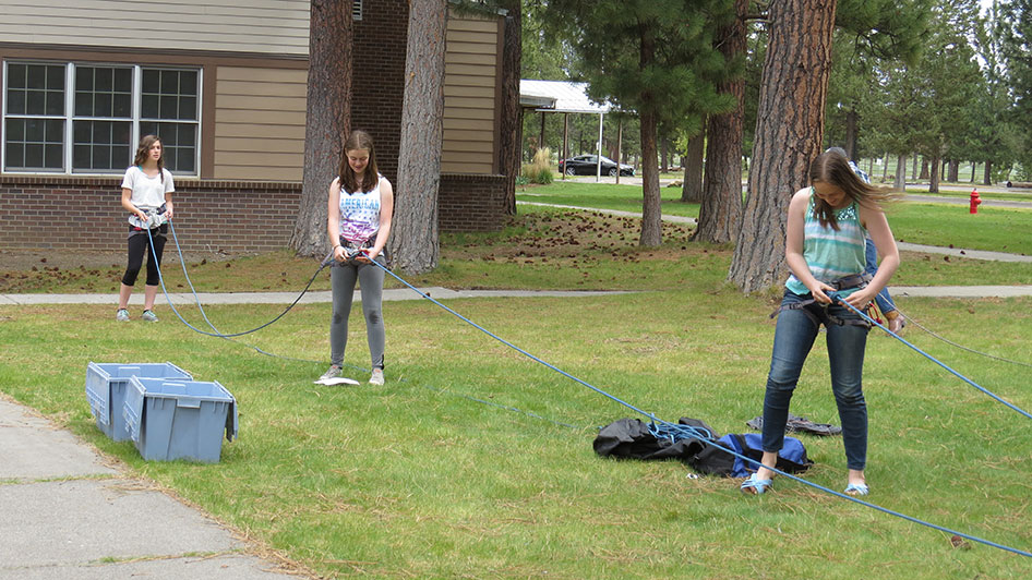 2015-05-13-ecos-students-practice-belaying-12