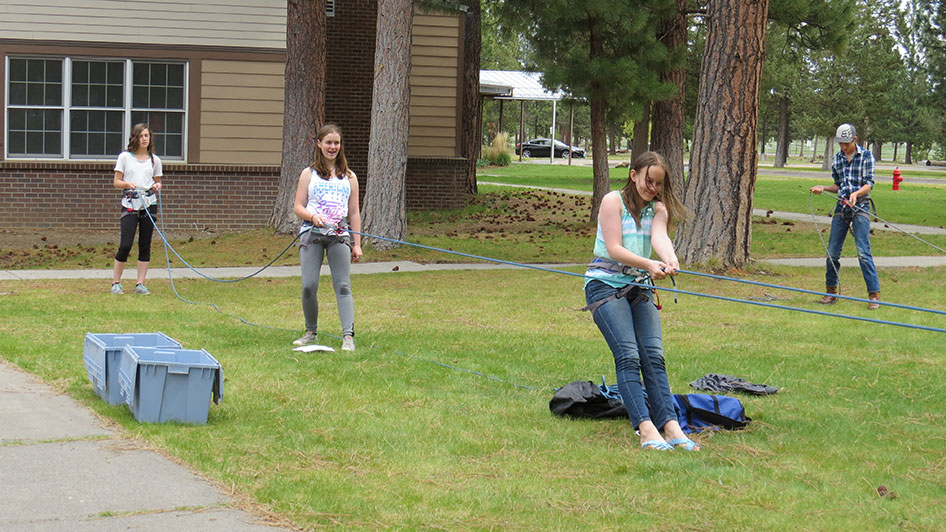 2015-05-13-ecos-students-practice-belaying-13