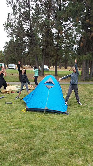 2015-09-15-ecos-students-setting-up-tents-01