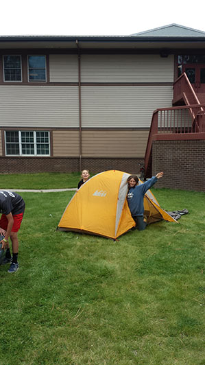 2015-09-15-ecos-students-setting-up-tents-02