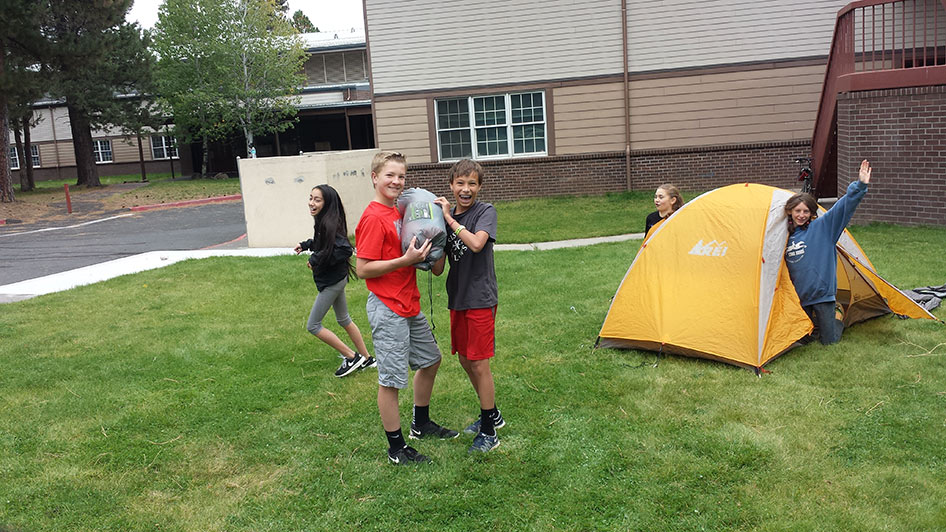 2015-09-15-ecos-students-setting-up-tents-03