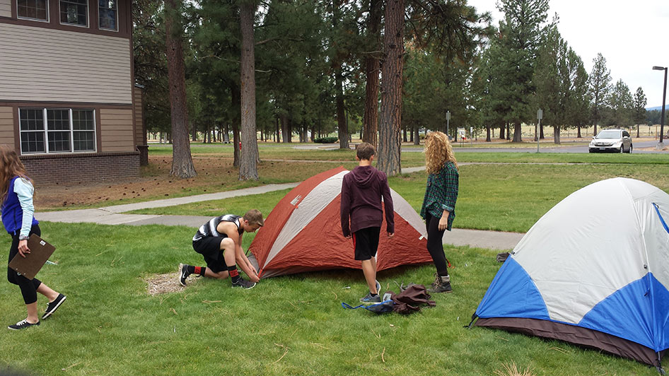 2015-09-15 ECoS Students Setting Up Tents