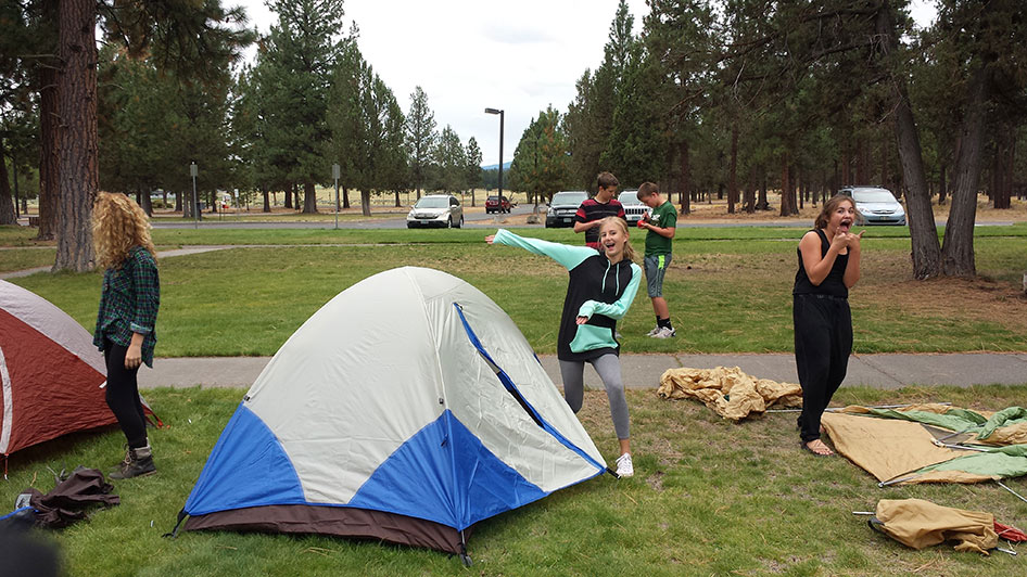 2015-09-15-ecos-students-setting-up-tents-05