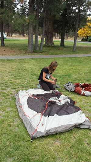 2015-09-15-ecos-students-setting-up-tents-07