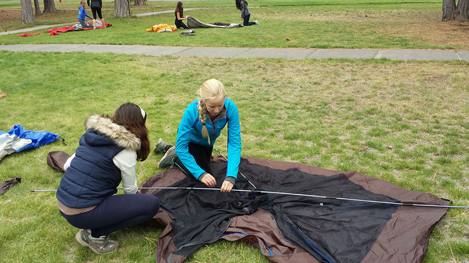 2015-09-15-ecos-students-setting-up-tents-08