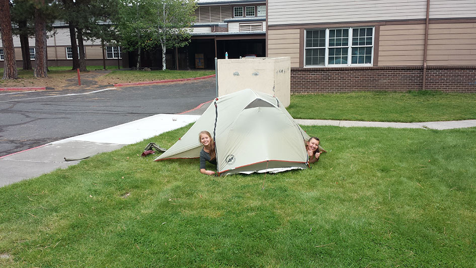 2015-09-15-ecos-students-setting-up-tents-10