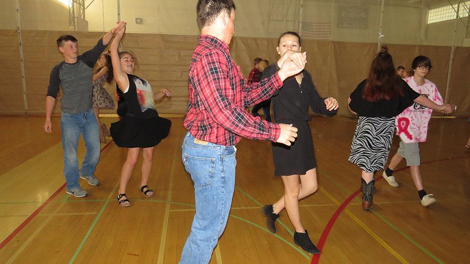 2016-04-21-swing-dancing-1st-period-08