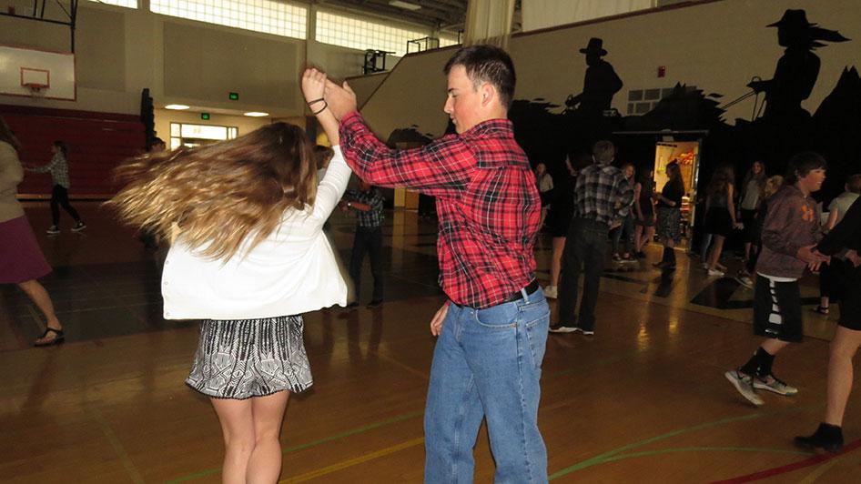 2016-04-21-swing-dancing-1st-period-12