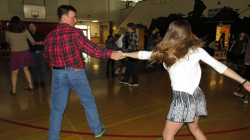 2016-04-21-swing-dancing-1st-period-13
