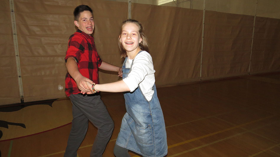 2016-04-21-swing-dancing-1st-period-26