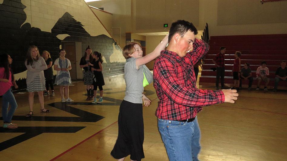 2016-04-21-swing-dancing-1st-period-33