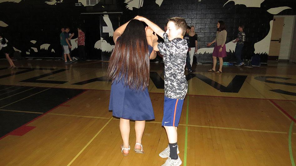 2016-04-21-swing-dancing-6th-period-32