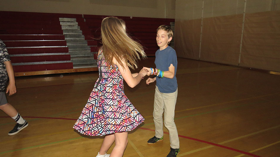 2016-04-21-swing-dancing-6th-period-42