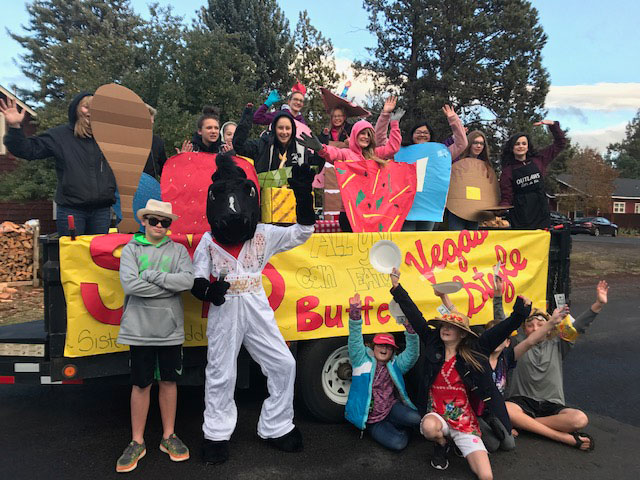 2017-10-11 Vegas-themed Homecoming Float